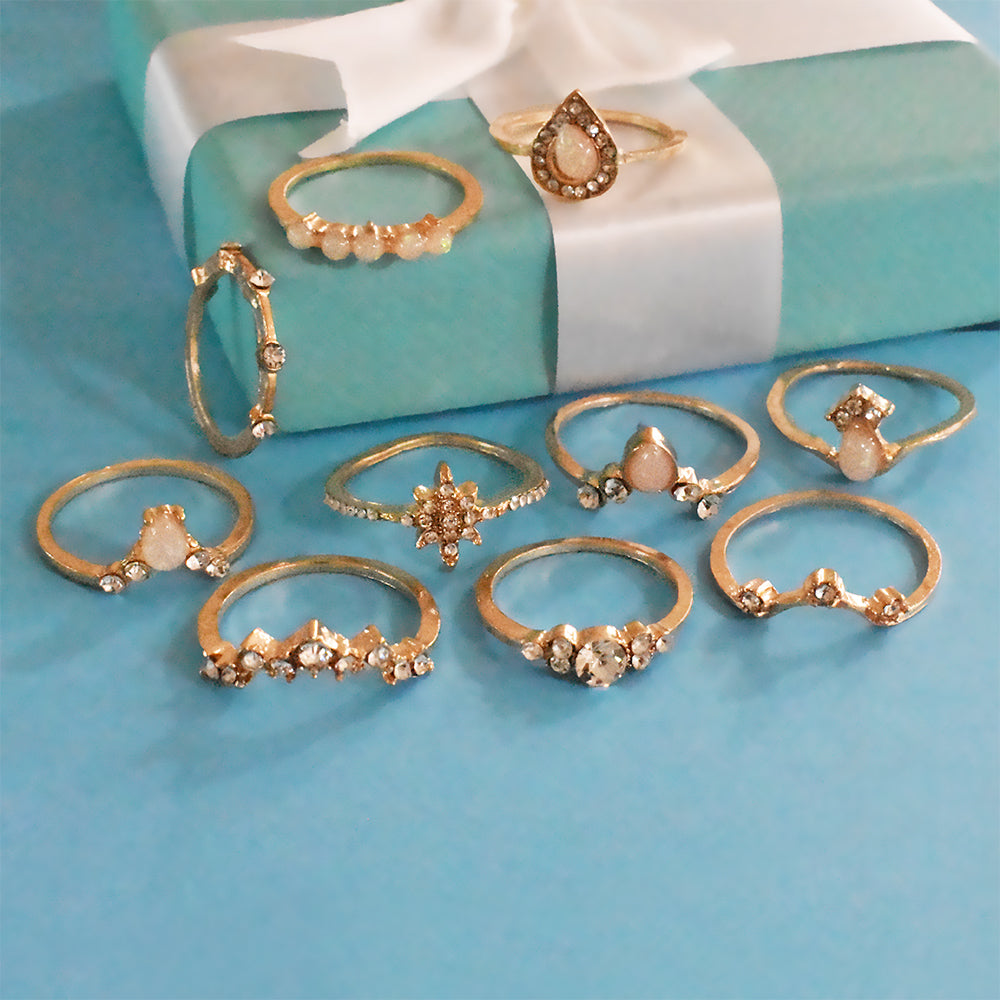 Chicago Set of Rings - Golden Dainty Studded Ring Stack
