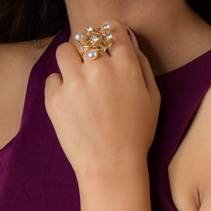 Pearly Twist - Pearl Golden Chic Ring