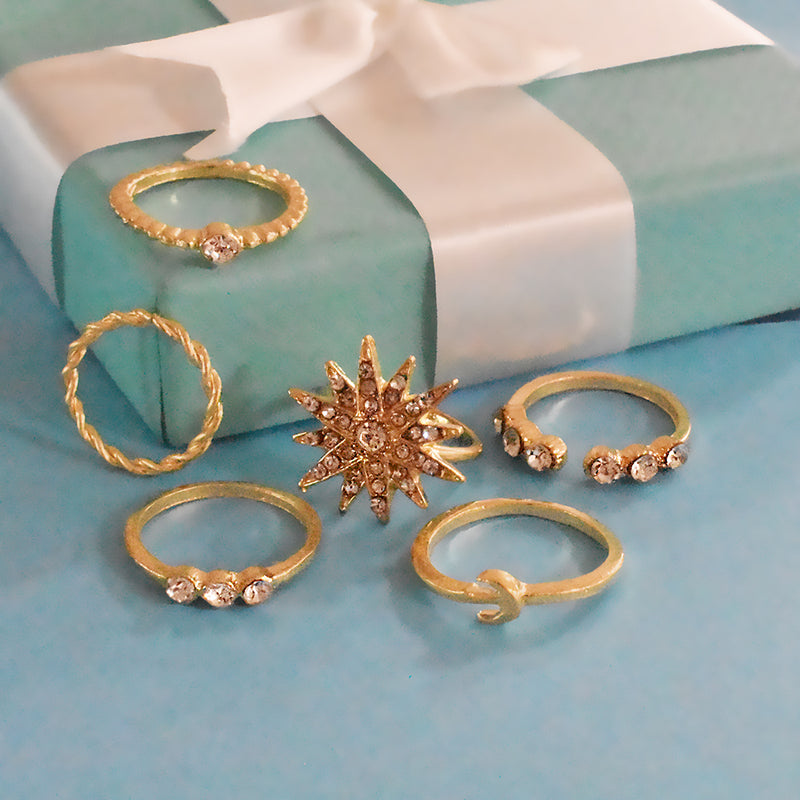 New York Set of Rings - Dainty Golden Stone Studded Ring Set