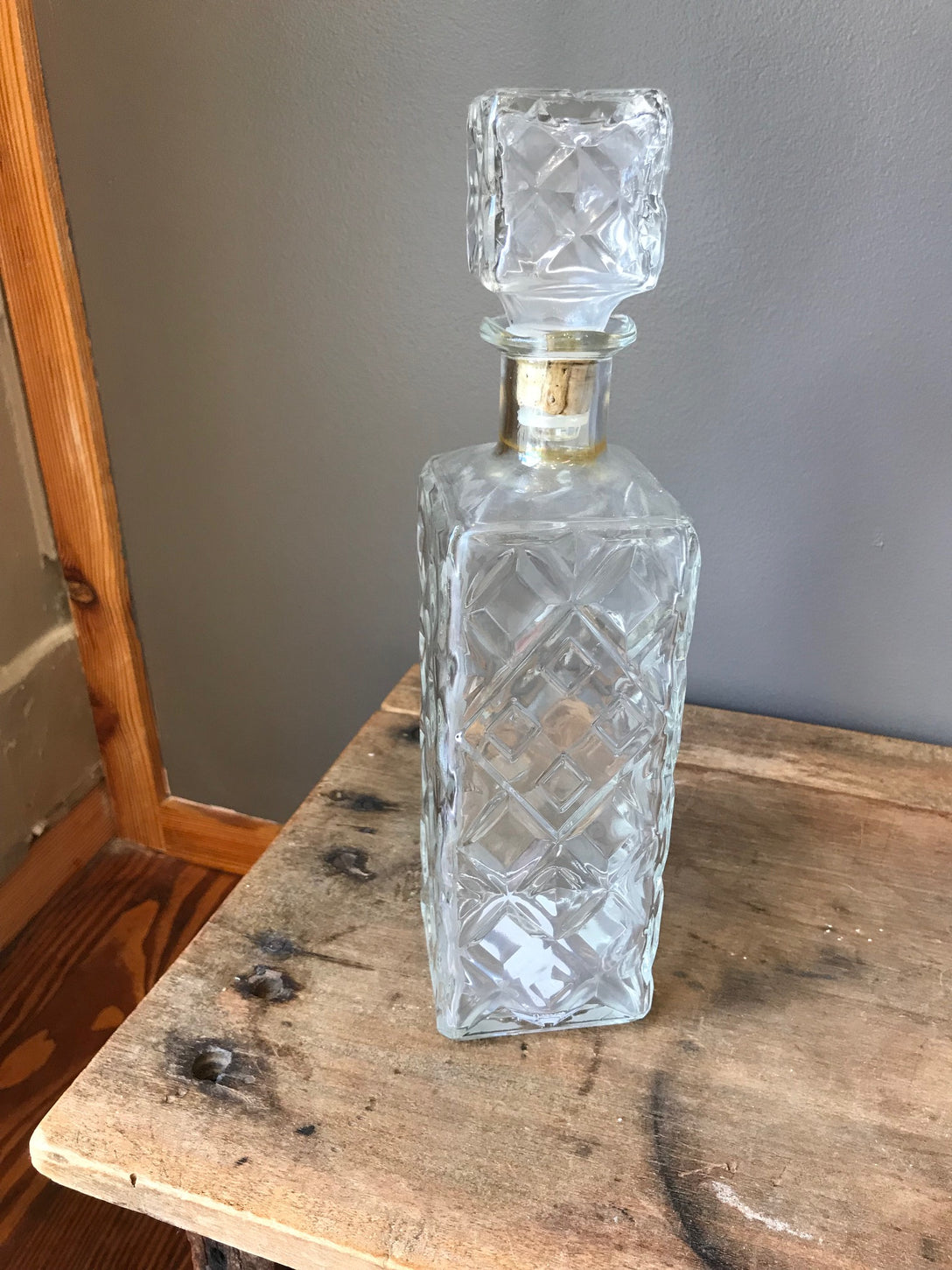 clear glass decanter