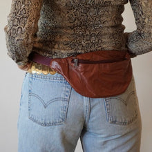 Load image into Gallery viewer, Vintage 80s Leather Fanny Pack Satchel