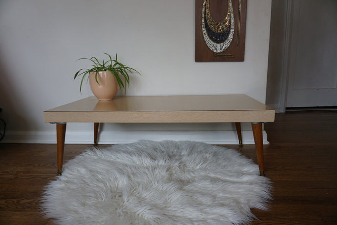 Vintage Mid Century Modern Coffee Table With Tapered Legs In Wood Laminate