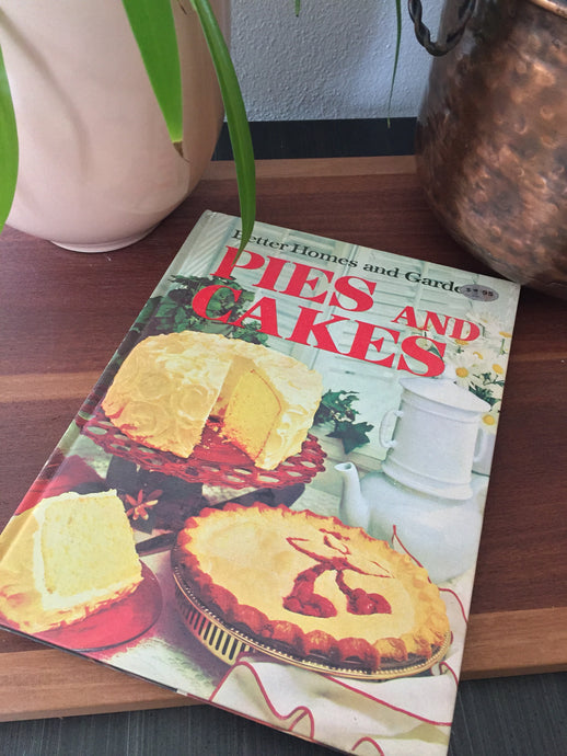 Vintage Better Homes & Gardens Pies And Cakes Cookbook 1970