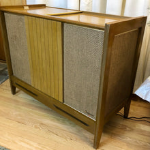 Load image into Gallery viewer, Vintage MidCentury Tube Amplified Record Player By Magnavox With Bluetooth