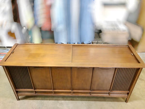 Vintage Magnavox Tube Amplified Record Player With Added Bluetooth