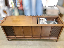 Load image into Gallery viewer, Vintage Magnavox Tube Amplified Record Player With Added Bluetooth