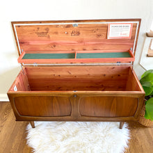 Load image into Gallery viewer, Vintage MidCentury Lane Storage Bench Chest 1960s