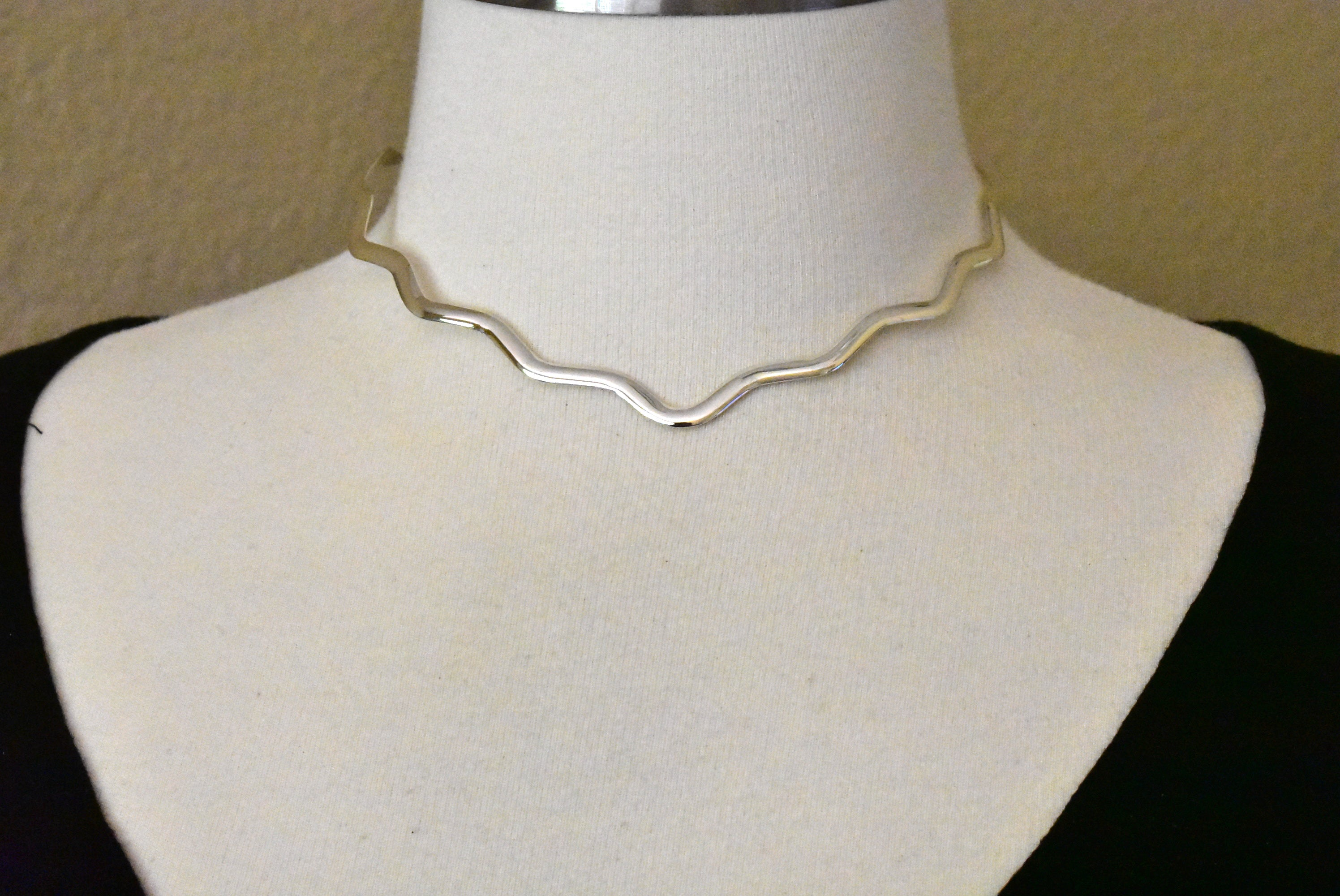 Sterling Silver 3mm Wavy V Shaped Flexible Neck Collar Necklace Slip On