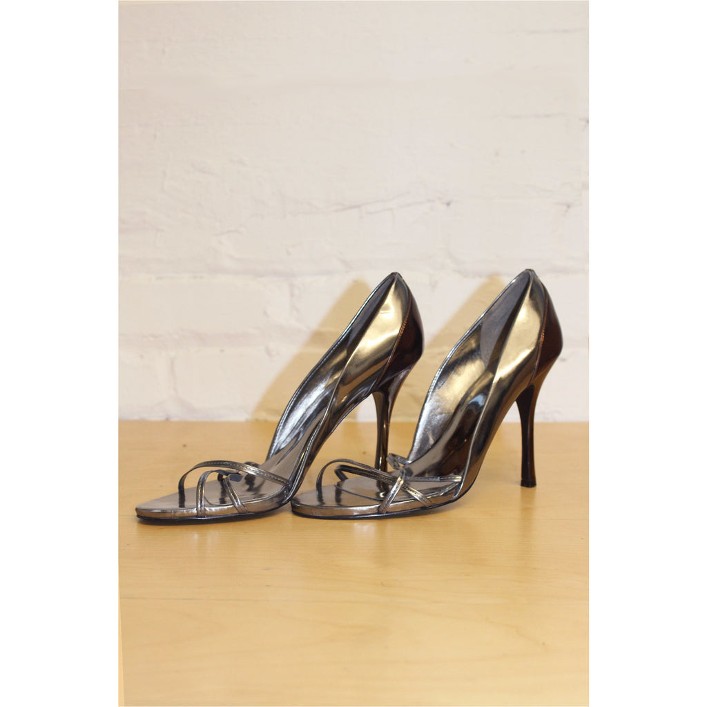 GUESS | Dual Tone Metallic Sandals - Fresh Fashion Library