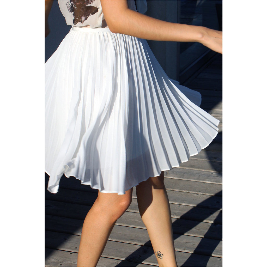 BABATON | White Pleated Chiffon Mini Skirt - Fresh Fashion Library