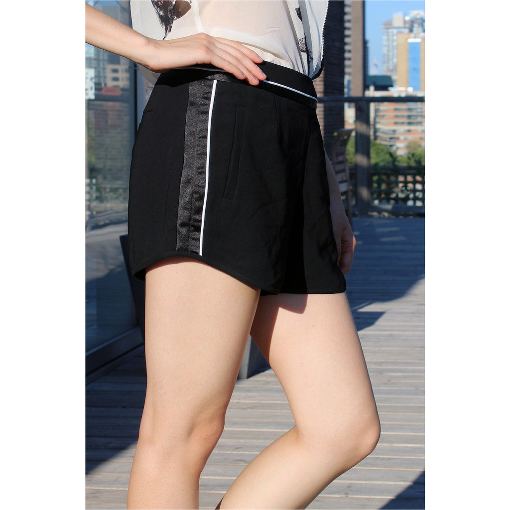 FOREVER 21 | Black Contrast Trim Woven Shorts
