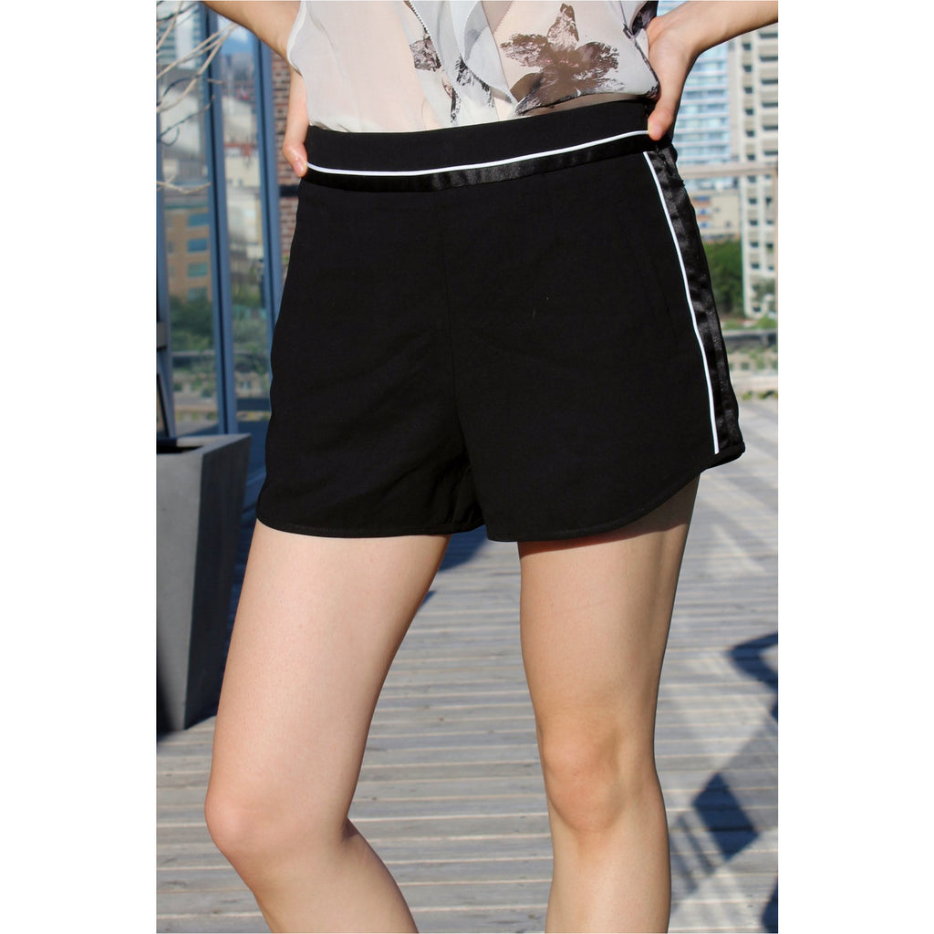 FOREVER 21 | Black Contrast Trim Woven Shorts - Fresh Fashion Library