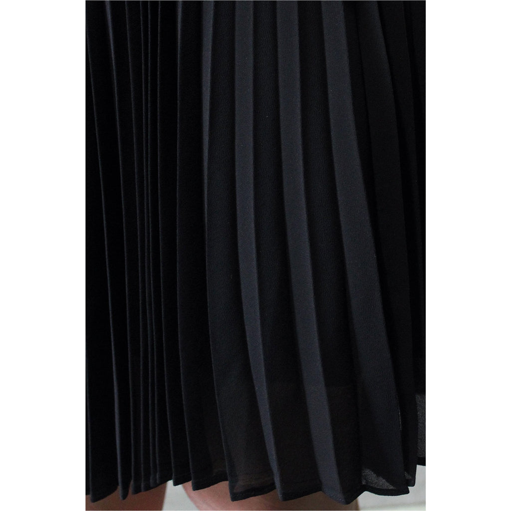 BABATON | Black Pleated Chiffon Mini Skirt