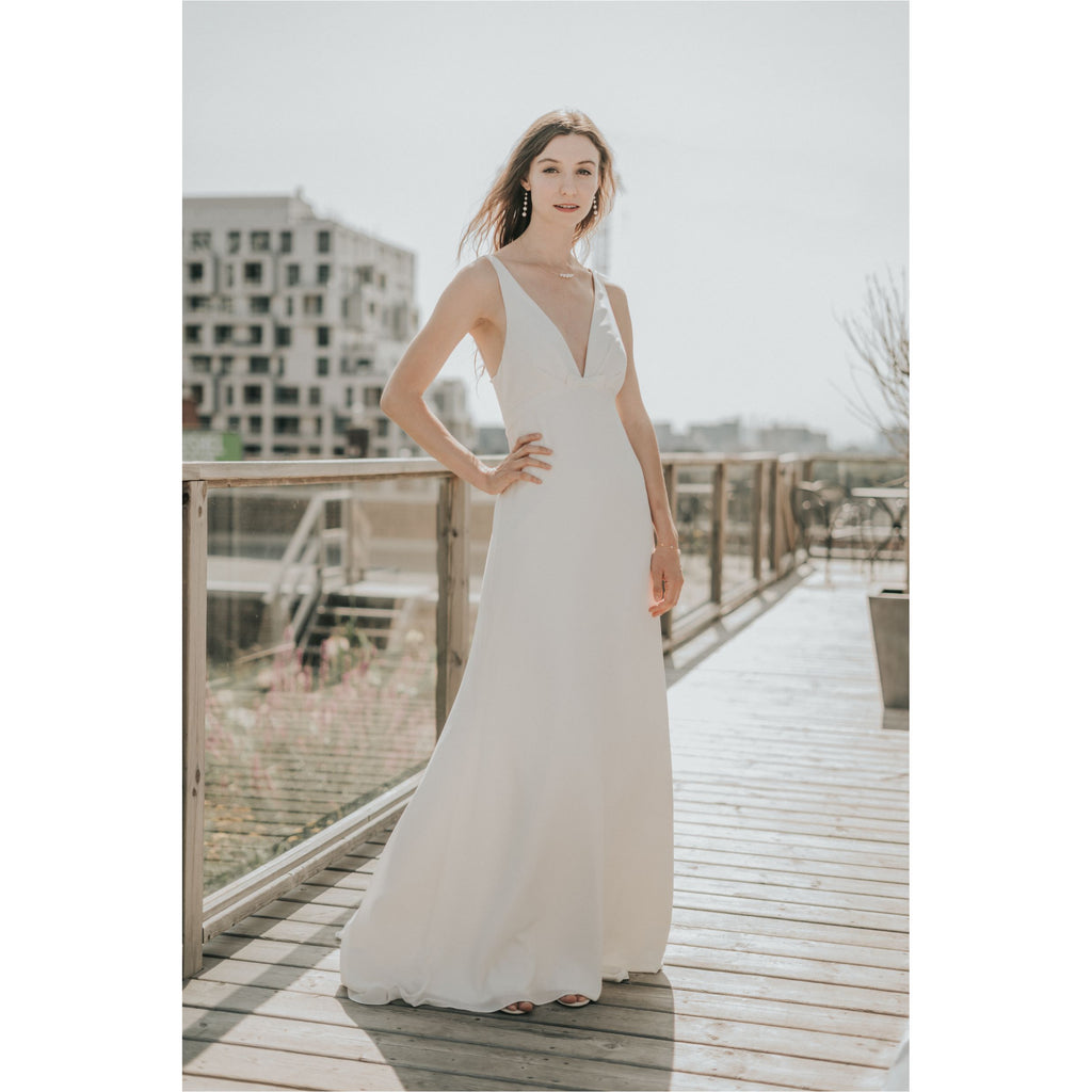 AMY KUSCHEL | Off-White Bow Wedding Gown