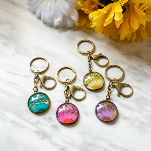 Real Pressed Flower Resin Keychain with Daisy and Lace Floral Neverland Floralfy 01