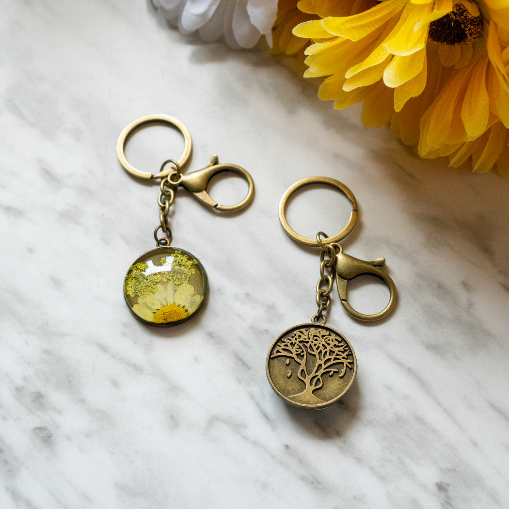 Real Pressed Flower Resin Keychain with Daisy and Lace Floral Neverland Floralfy 03
