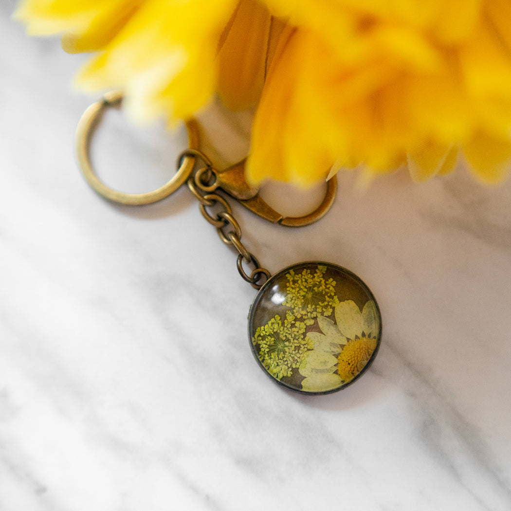 Real Pressed Flower Resin Keychain with Daisy and Lace Floral Neverland Floralfy 05
