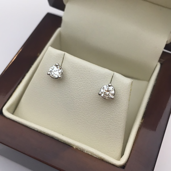 How To Buy The Perfect Pair Of Diamond Stud Earrings