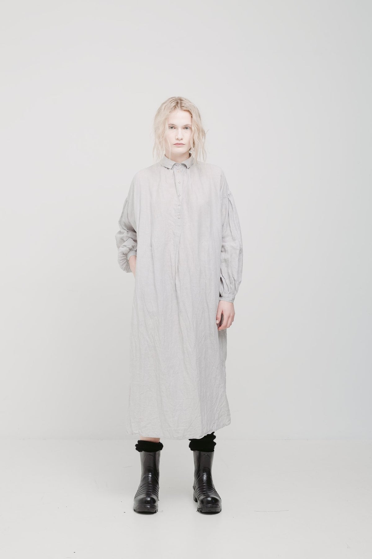 lela jacobs still thobe shirt dress linen in black and smoke k road fashion designers stockists Auckland New Zealand Made
