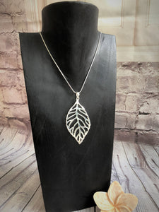 Silver Plated Leaf Pendant and Chain 10002