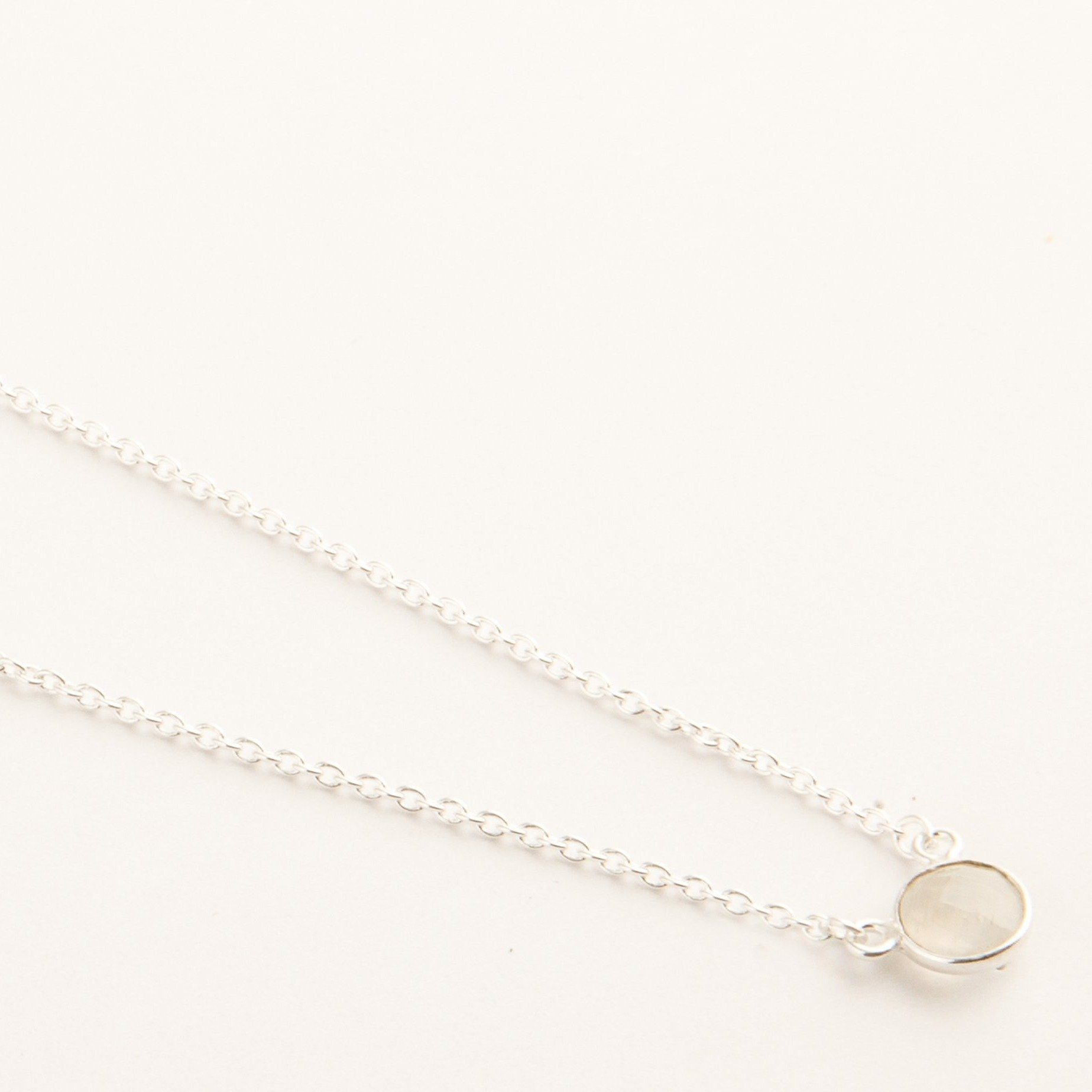 Adele mini silver round chain in rainbow moonstone - Neckpieces