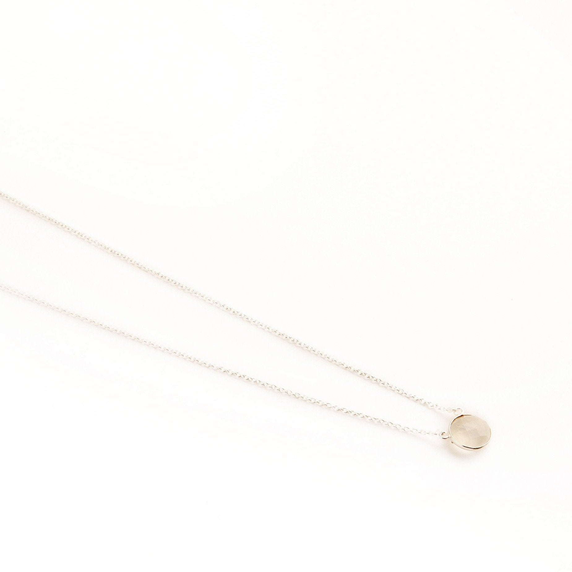 Adele silver round chain in Rainbow moonstone - Neckpieces