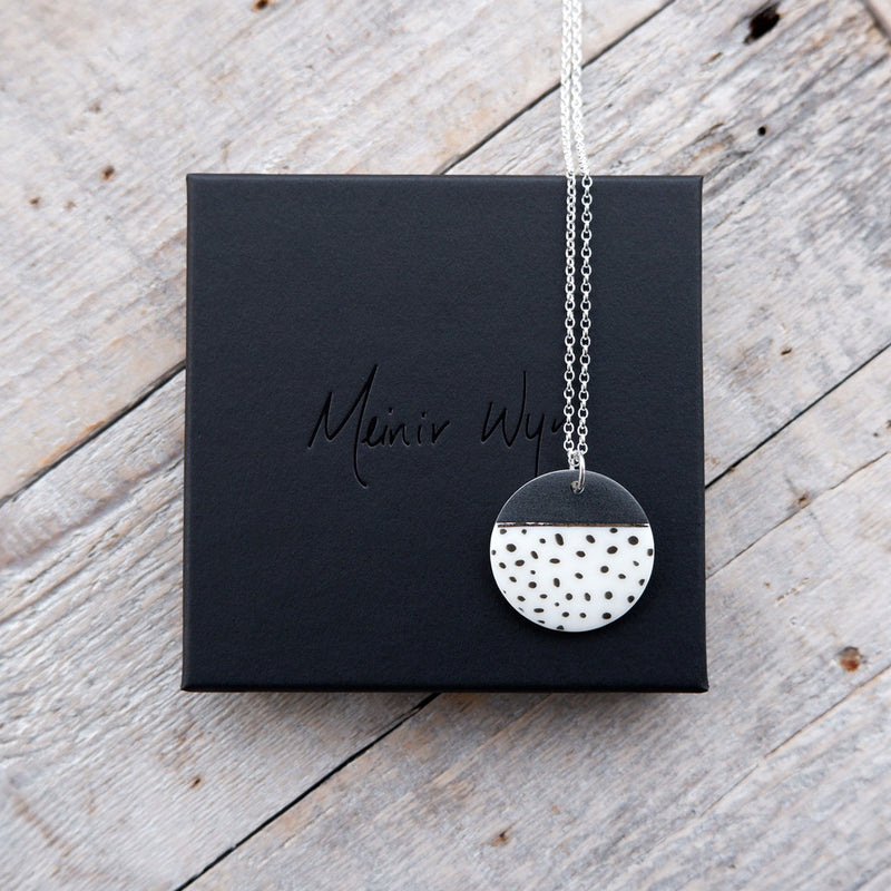 Black & White Spotted Necklace