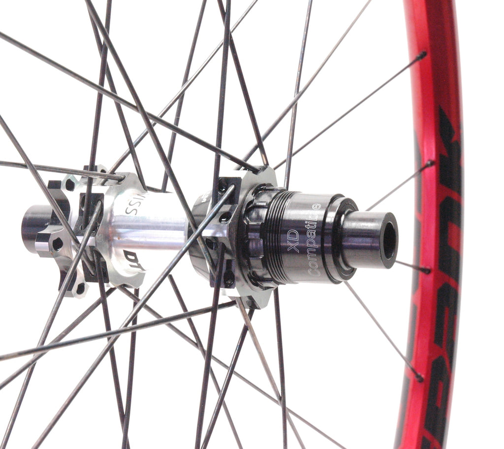 Marcos smashed DT Swiss M1700 rim repair - red Spank Oozy Trail 295