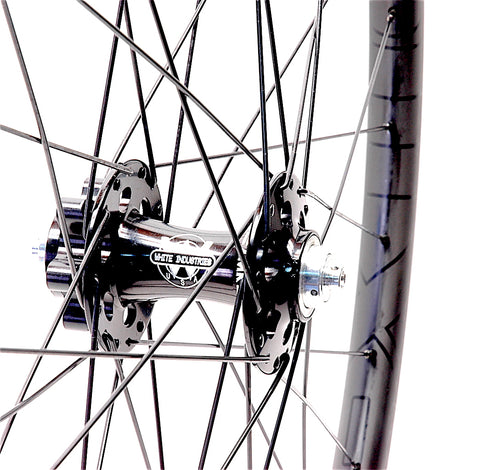 White Industries XMR front hub on Nextie 29er Asymmetric 27mm Rims by XLR8 Performance Bicycle Wheels