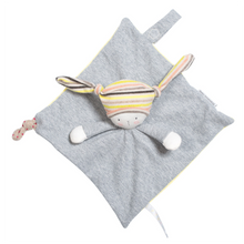 Made in very soft fabric and featuring Nin-Nin the rabbit, he/she will love to nibble it.