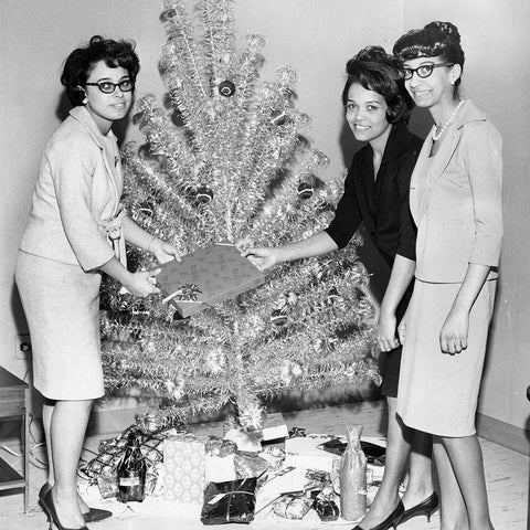 Splendette vintage 1950s Christmas aluminium tree with three woman posing with gifts