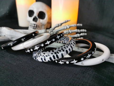 Splendette vintage inspired Halloween stack of white and black fakelite bangles