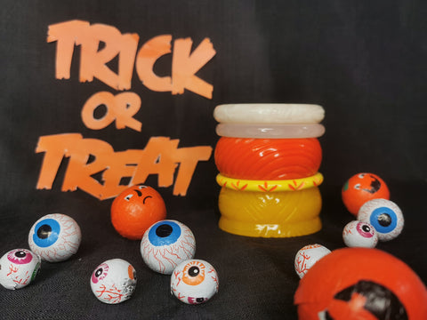 Splendette vintage inspired Halloween stack of orange, yellow and white fakelite bangles to resemble Candy Corn