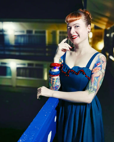 Stef Jay pinup model wearing Splendette vintage inspired fakelite red and teal bangles