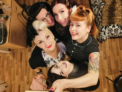Group photo of vintage inspired 1940s friends wearing Splendette