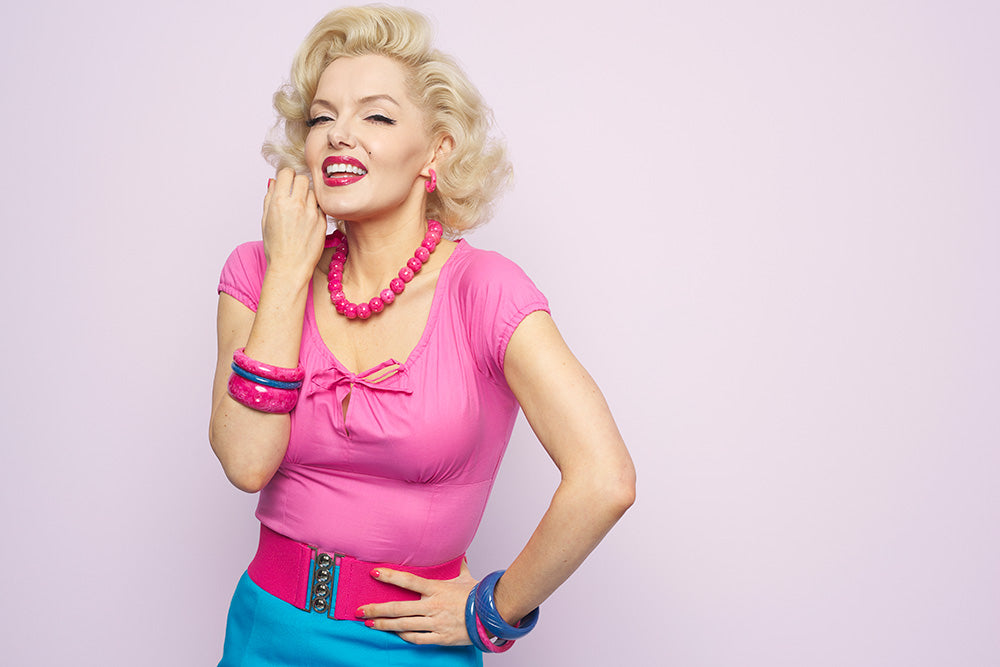 Marilyn Monroe lookalike Suzie Kennedy in blue and pink bangles