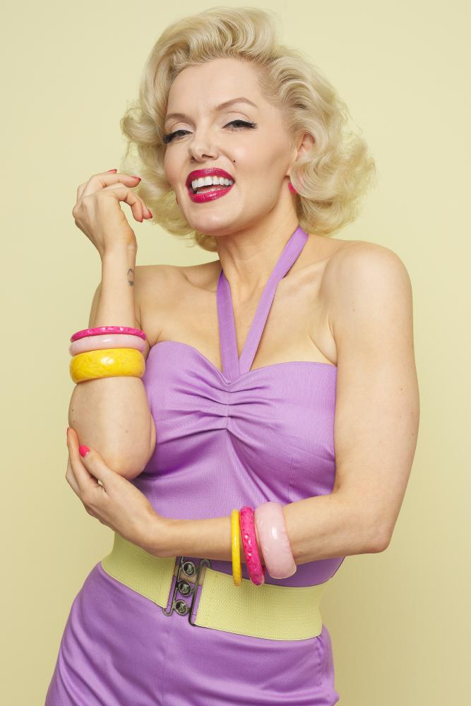 Marilyn Monroe Lookalike Suzie Kennedy in Pink and Yellow Bangles