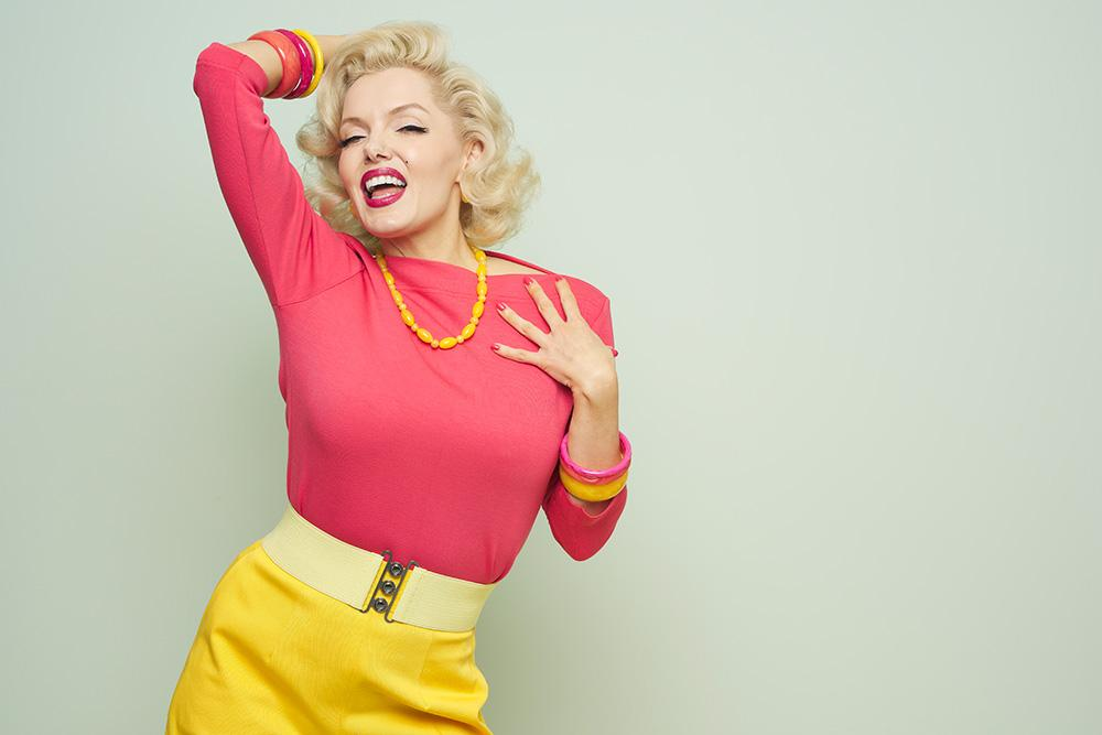 Marilyn Monroe lookalike Suzie Kennedy in Tropical Vintage Style Bangles