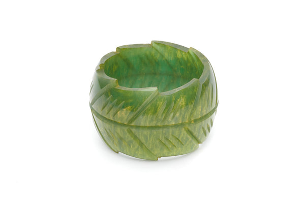 Splendette vintage inspired 1940s style carved green Chunky Golden Olive Fakelite Bangle in smaller Maiden size
