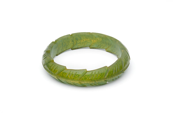 Splendette vintage inspired 1940s style carved green Midi Golden Olive Fakelite Bangle in Duchess size