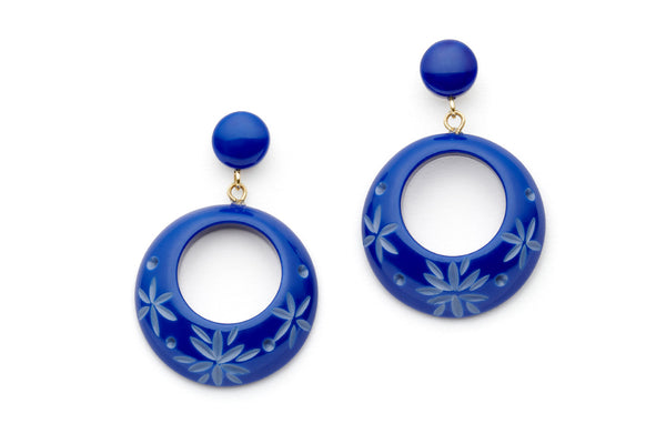 Splendette vintage inspired 1950s style Spring 2021 blue Duotone fakelite Cornflower Carved Drop Hoop Earrings