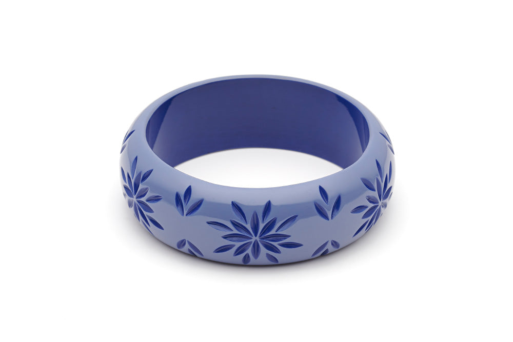 Splendette vintage inspired 1950s style blue Duotone fakelite Wide Forget-Me-Not Carved Bangle in Duchess size