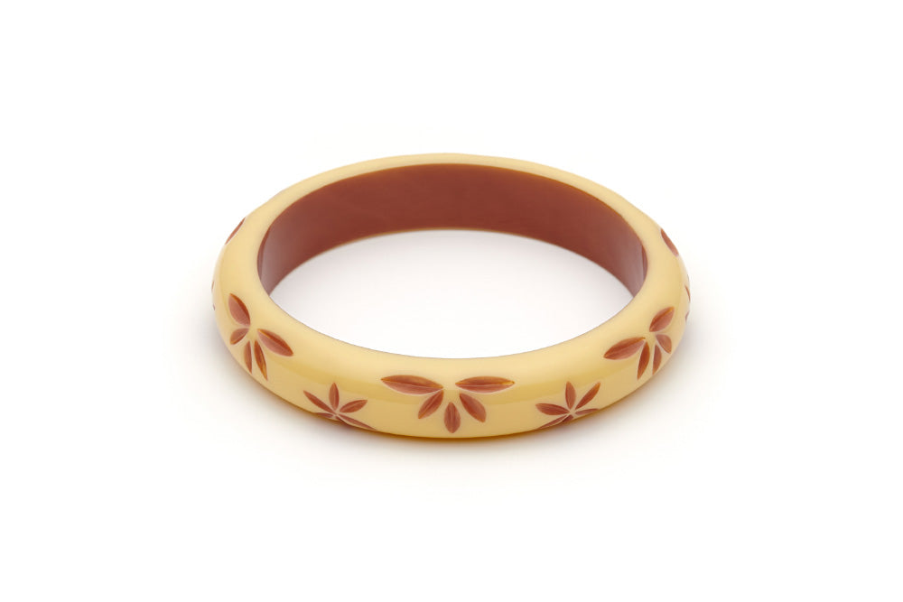 Splendette vintage inspired 1950s style cream carved Duotone fakelite Midi Lait Carved Bangle in Duchess size