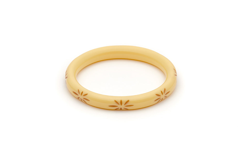 Splendette vintage inspired 1950s style cream carved Duotone fakelite Narrow Lait Carved Bangle in Classic size