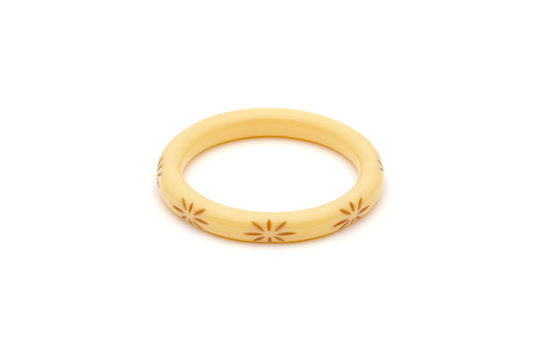 Splendette vintage inspired 1950s style cream carved Duotone fakelite Narrow Lait Carved Bangle in Maiden size