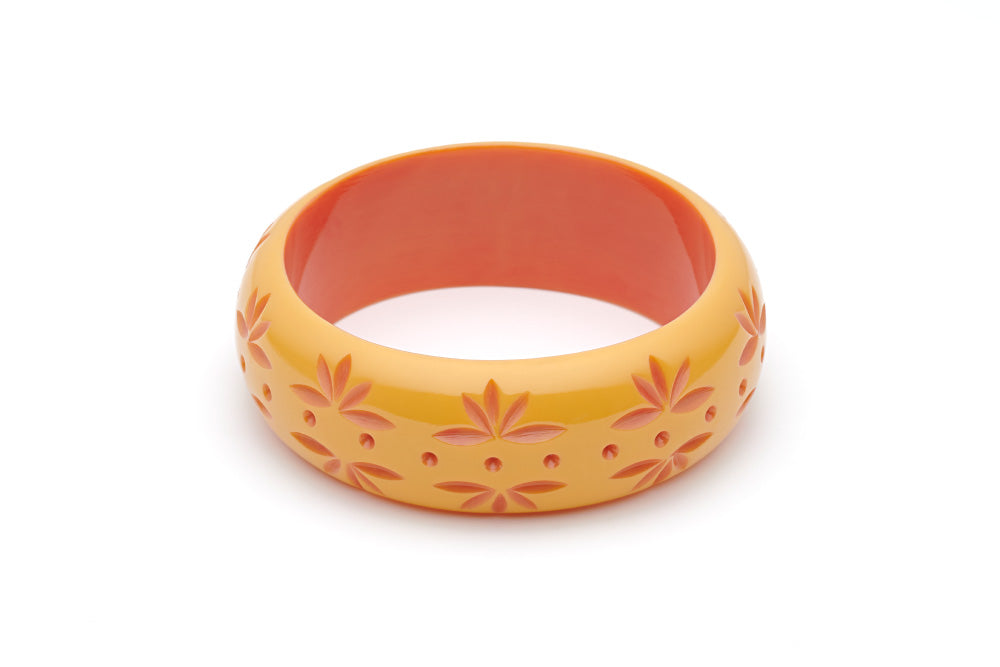 Splendette vintage inspired 1950s Bakelite style peachy yellow Duotone fakelite Wide Honeysuckle Carved Bangle in Duchess size