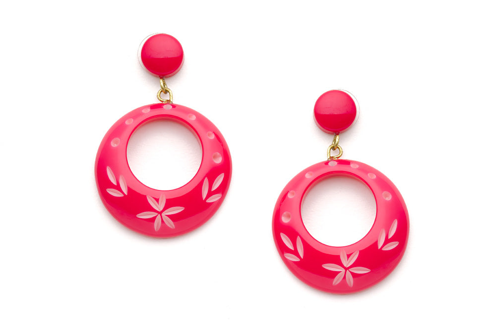 Splendette vintage inspired 1950s pin up style bright pink Duotone fakelite Raspberry Carved Drop Hoop Earrings