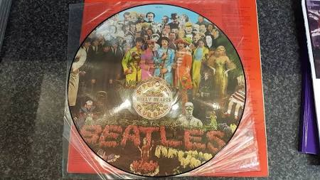 Picture Disc - The Beatles - Sgt. Peppers Lonely Hearts Club Band