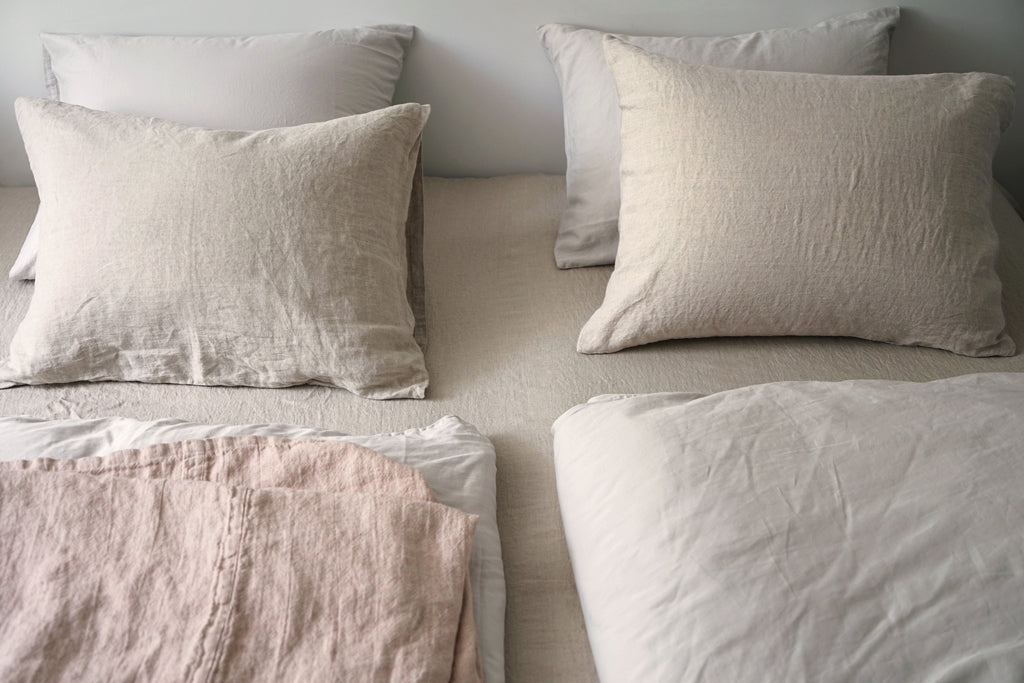 A bed with two duvets, PERLA porcelain, SIMONE natural and ELIAS powder