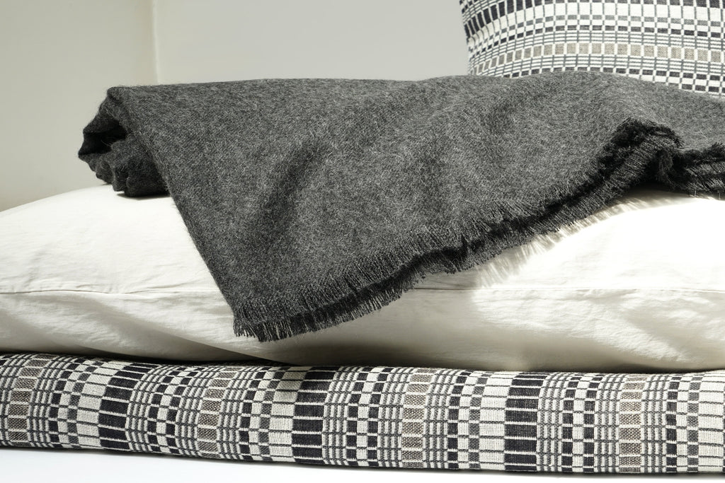 PERLA porcelain sheets and pillow cases with a VIENNA blanket and LIAM graphite throw
